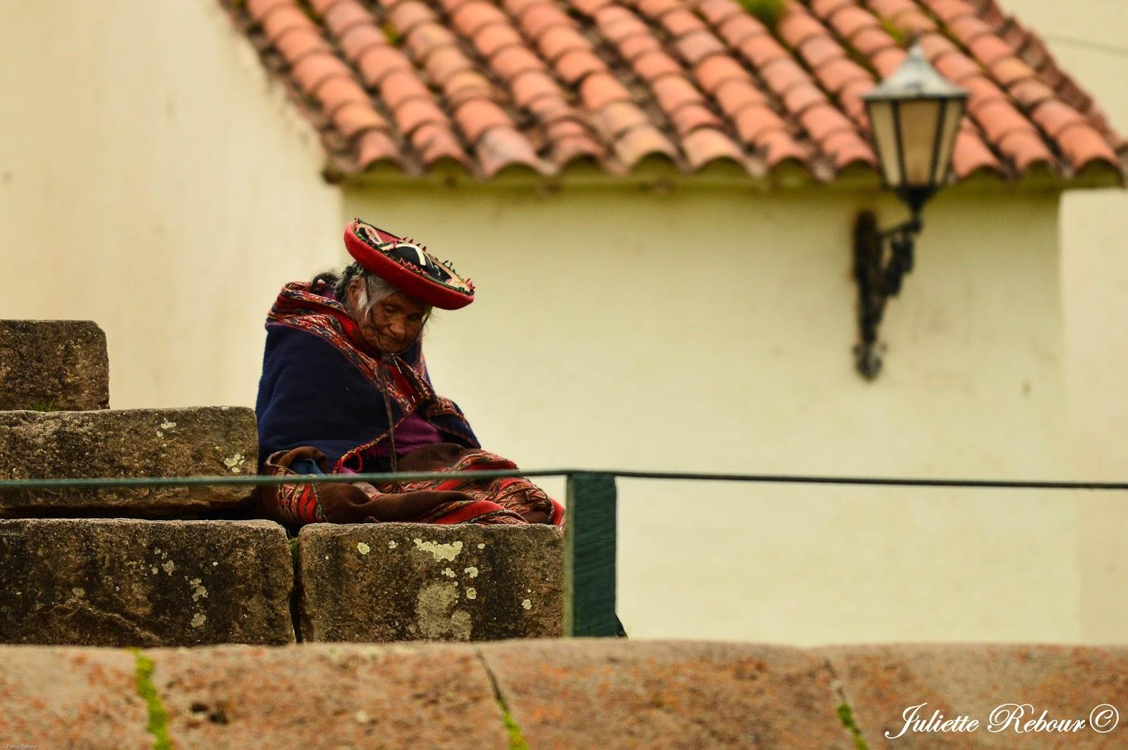 Vieille dame péruvienne à Chinchero