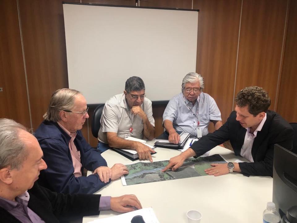 Prefeito e diretores se reúnem na ARTESP para tratar do acesso ao distrito industrial