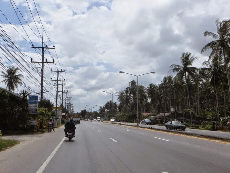 Провода вдоль дороги