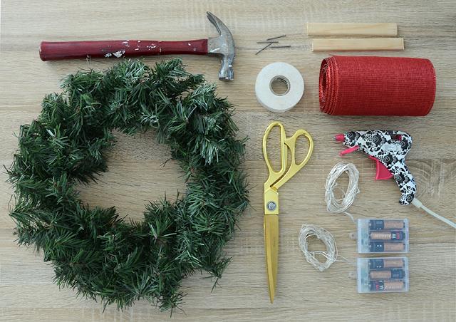 Easy DIY Christmas Wreath Window Display /// By Design Fixation