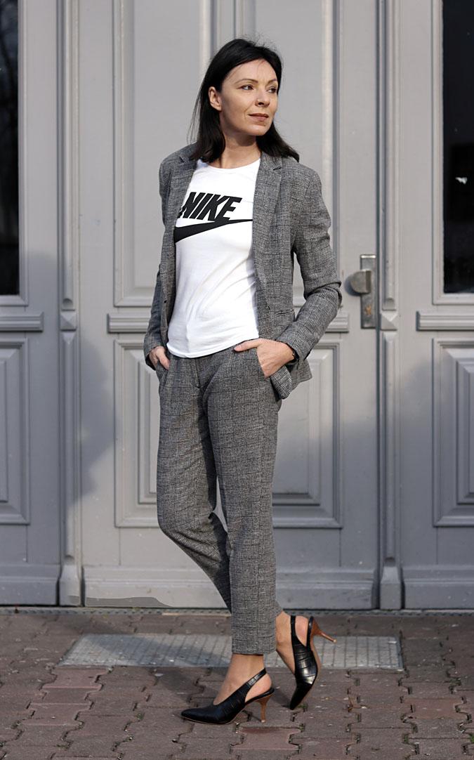 garnitur damski ze spodniami