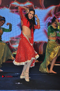 Bollywood Actress Model Sunny Leone Dance Performance in Red Half Saree at Rogue Audio Launch 13 March 2017  0181.jpg