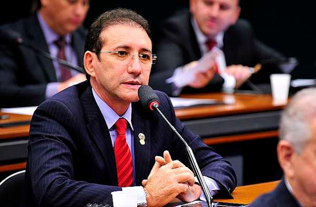 adail-carneiro-votar-favor-da-reforma-trabalhista-que-penaliza-os-trabalhadores