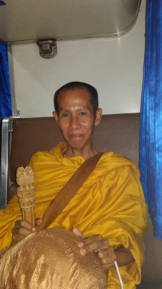 Viajando com um monge no trem para Chiang Mai
