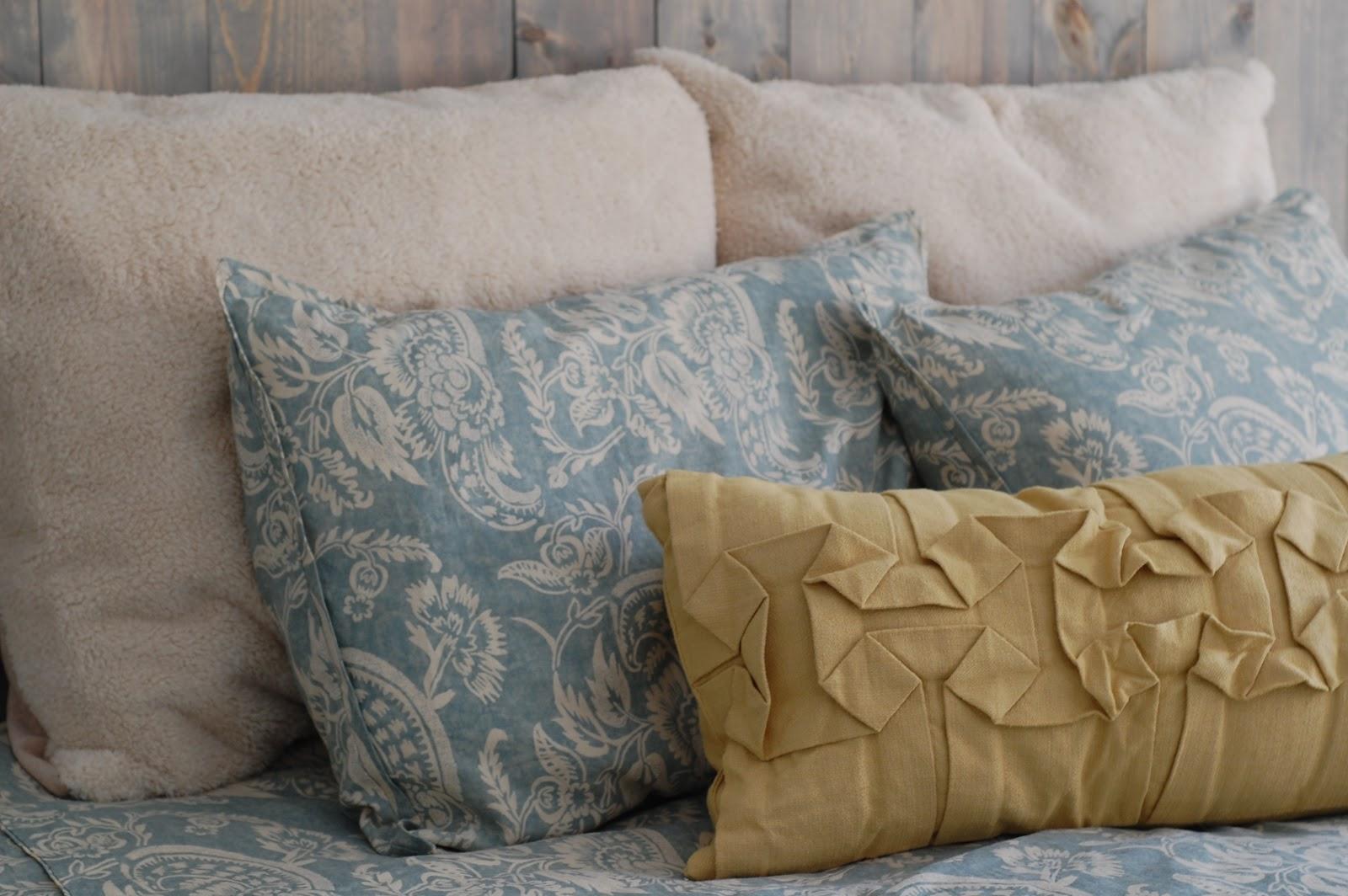 Little Yellow Barn CHEAP DIY Pillow Forms