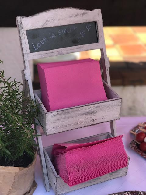 Serviettenständer Pink travel themed wedding - Reise ins Glück Hochzeitsmotto im Riessersee Hotel Garmisch-Partenkirchen, Bayern Sommerhochzeit im Seehaus in den Bergen, Hochzeitsplanerin Uschi Glas