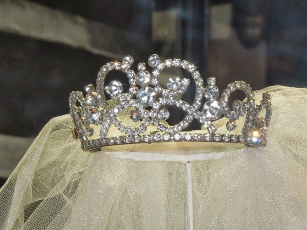 Muppets Most Wanted Miss Piggy wedding tiara