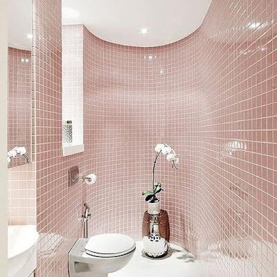 Model kamar mandi dengan keramik warna pink