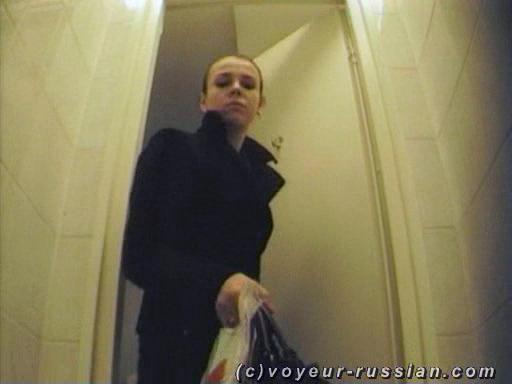 подглядывание в туалете за девушками онлайн