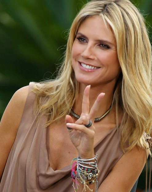 Heidi Klum is showing off a beautiful bracelet that might have been made by Rainbow Loom