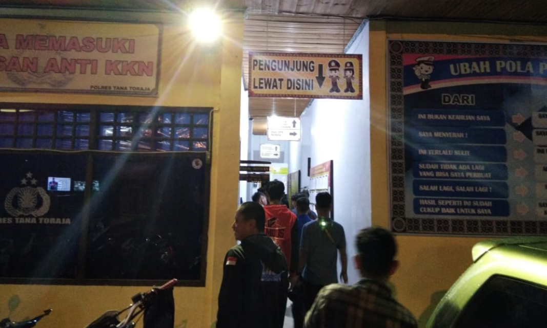 Awalnya Ribut di Warung Tuak, 12 Pemuda Ini Lanjut Adu Jotos di Pasar Makale