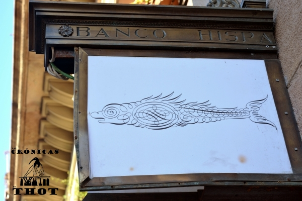 Banderola de una antigua sucursal del Banco Hispano-Colonial en el Born