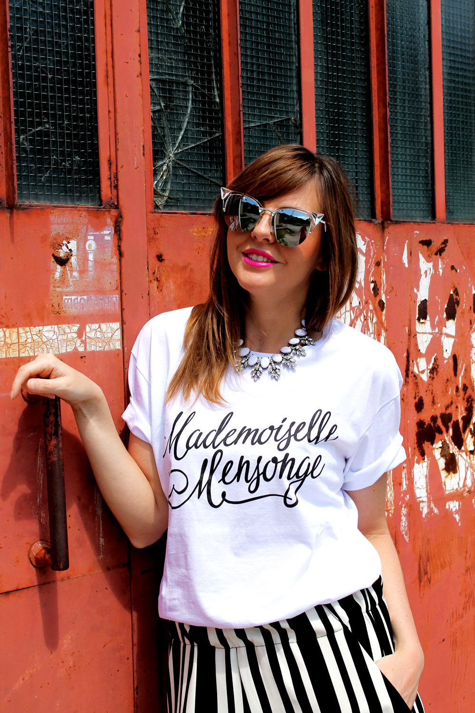 tshirt-bianca-scritta-nera-corsivo
