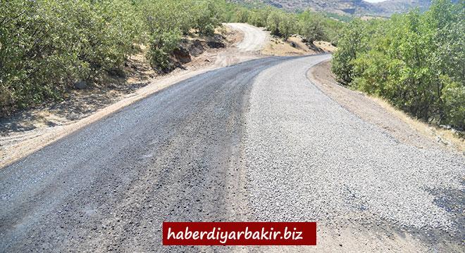 Diyarbakır Büyükşehir Belediyesinin Çermik'teki yol çalışmaları devam ediyor