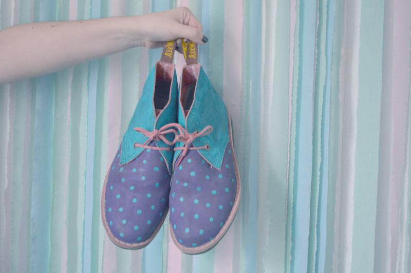 diy customiser ses chaussures avec la peinture ang lus le heaume de la mort. Black Bedroom Furniture Sets. Home Design Ideas