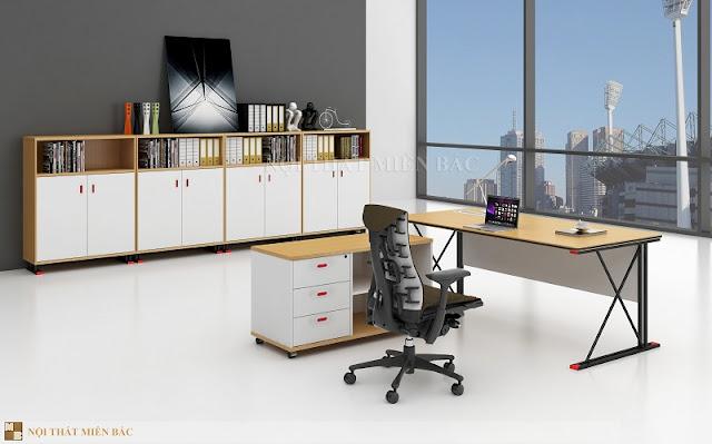 Bàn giám đốc nhập khẩu kết hợp với những chiếc ghế giám đốc mang lại tính khoa học cho căn phòng
