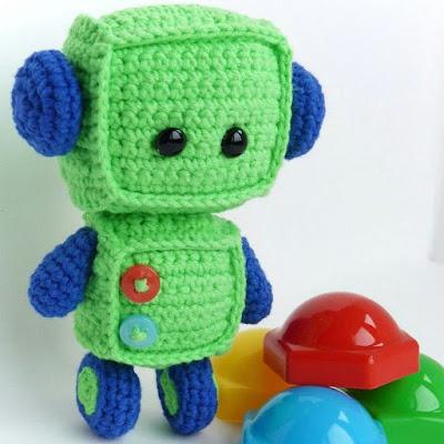 Вязаная игрушка Робот-малыш амигуруми