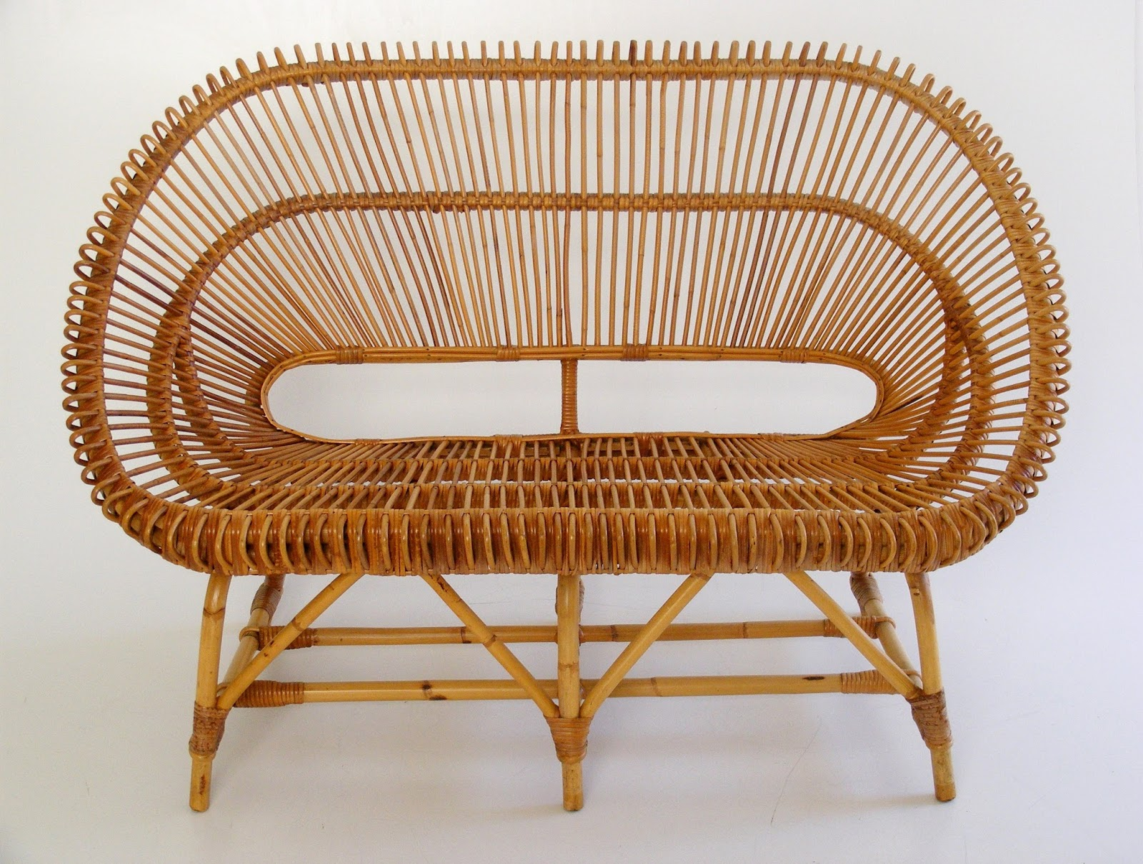 A Beautiful Vintage Two Seater Wicker Couch