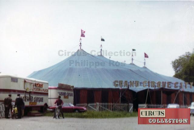 l'entrée du cirque