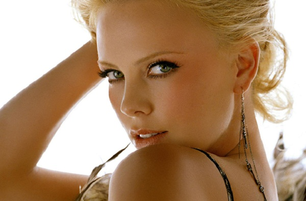 Charlize Theron Hot Looking Wallpaper