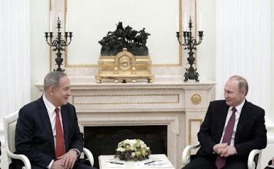 """El primer ministro israelí Benjamin Netanyahu viajó a Moscú el jueves para reunirse con el presidente ruso, Vladimir Putin. Durante la reunión, Netanyahu buscó mejorar aún más la """"relación duradera"""" entre los dos países y """"continuar el vínculo actual entre Israel y Rusia para prevenir la fricción"""" en Siria."""