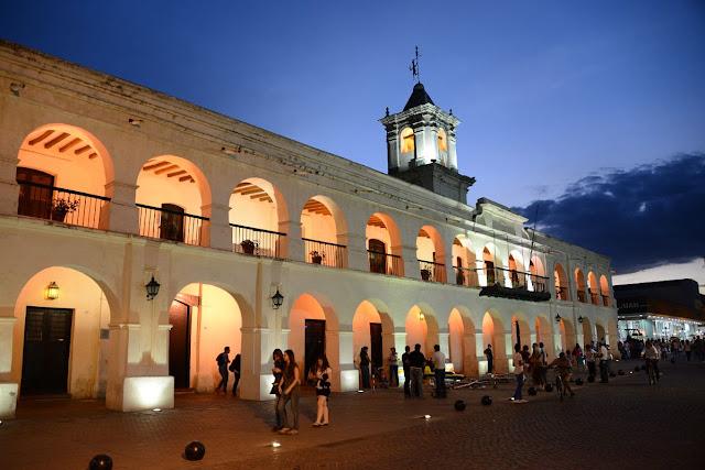Cabildo na Praça 9 de Julho em Salta, Argentina