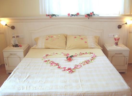 Tambah Romantis Dengan 50 Dekorasi Indah Kamar Pengantin