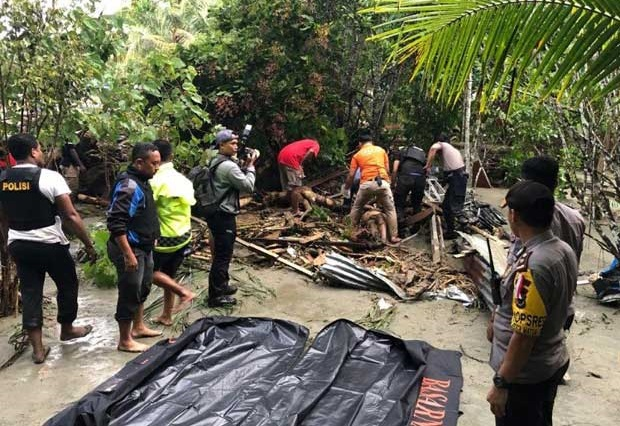 RS Bhayangkara Terima 38 Kantong Jenazah Korban Banjir Sentani