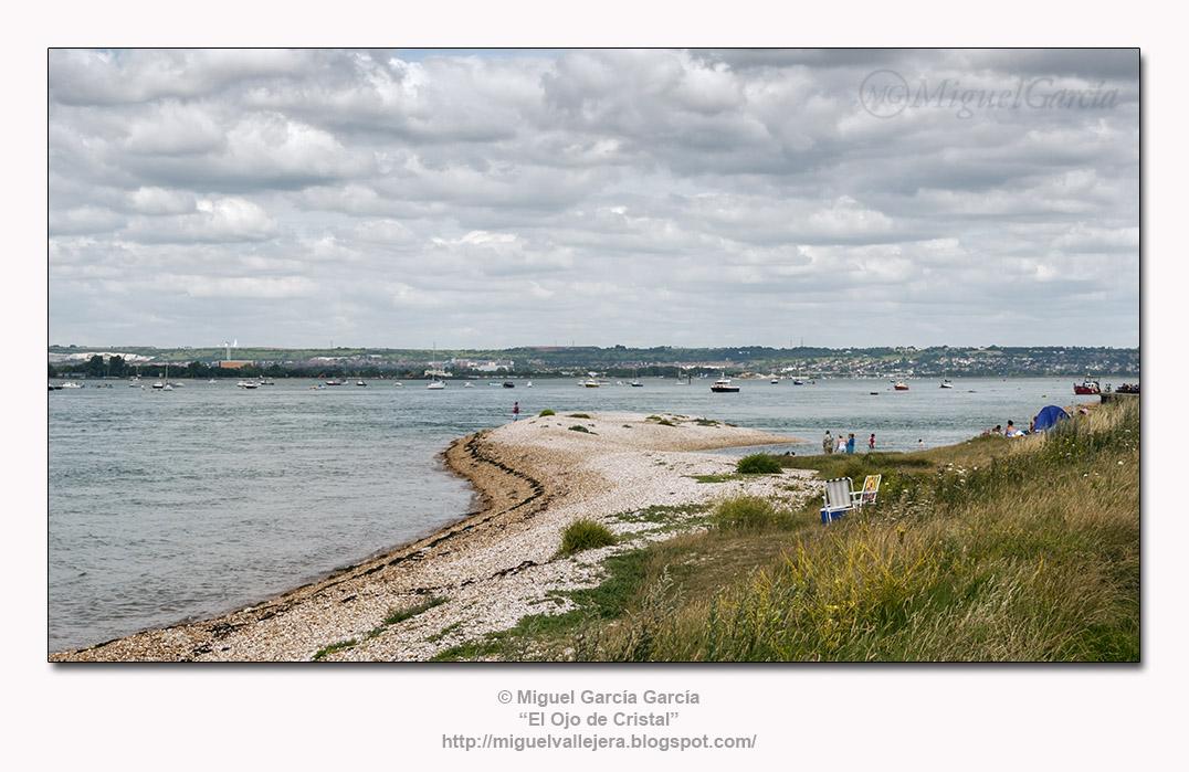 Hayling Island. Al frente, Portsmouth