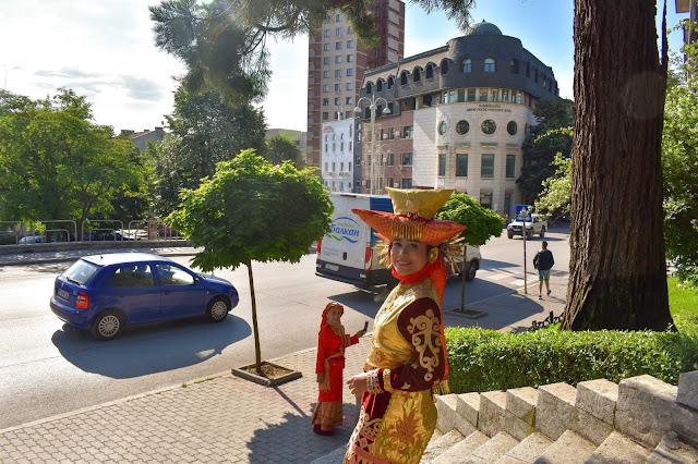 Jalan-jalan pakai pakaian adat di Bulgaria (3). Source: jurnaland.com
