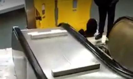 Dice Simioni che in metro non funzionano le scale mobili. Ma va?