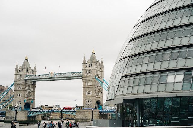 タワー・ブリッジ(Tower Bridge)とシティ・ホール(City Hall)