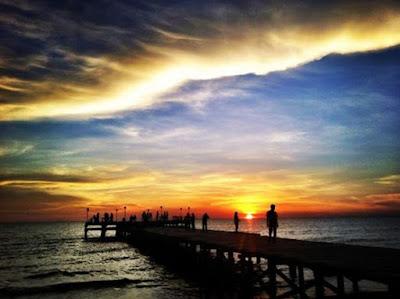 Pantai dengan sunset Terindah di Makassar