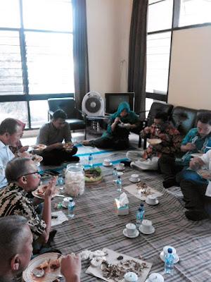 Buktikan Rastra Layak Konsumsi, Bulog Sub Divre Surabaya Selatan Lakukan Uji Tanak dan Makan Bersama