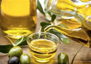 اكتر من حل رائع  طرق لعلاج الشعر بزيت الزيتون