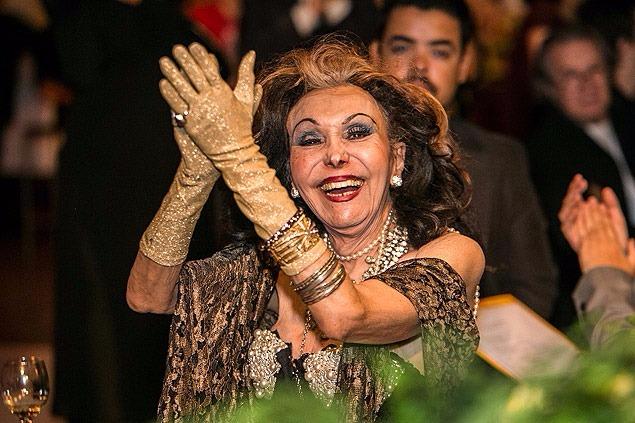 Show beneficente em prol de Phedra de Córdoba emociona e ganha temporada no Teatro Oficina.