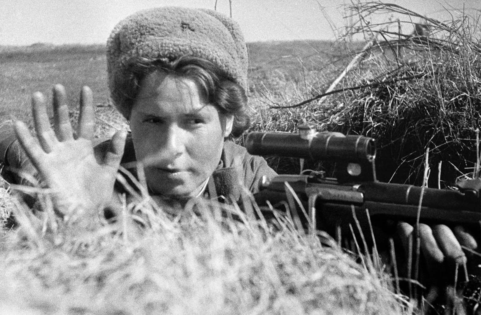 A Soviet sniper in training. May 6, 1942.
