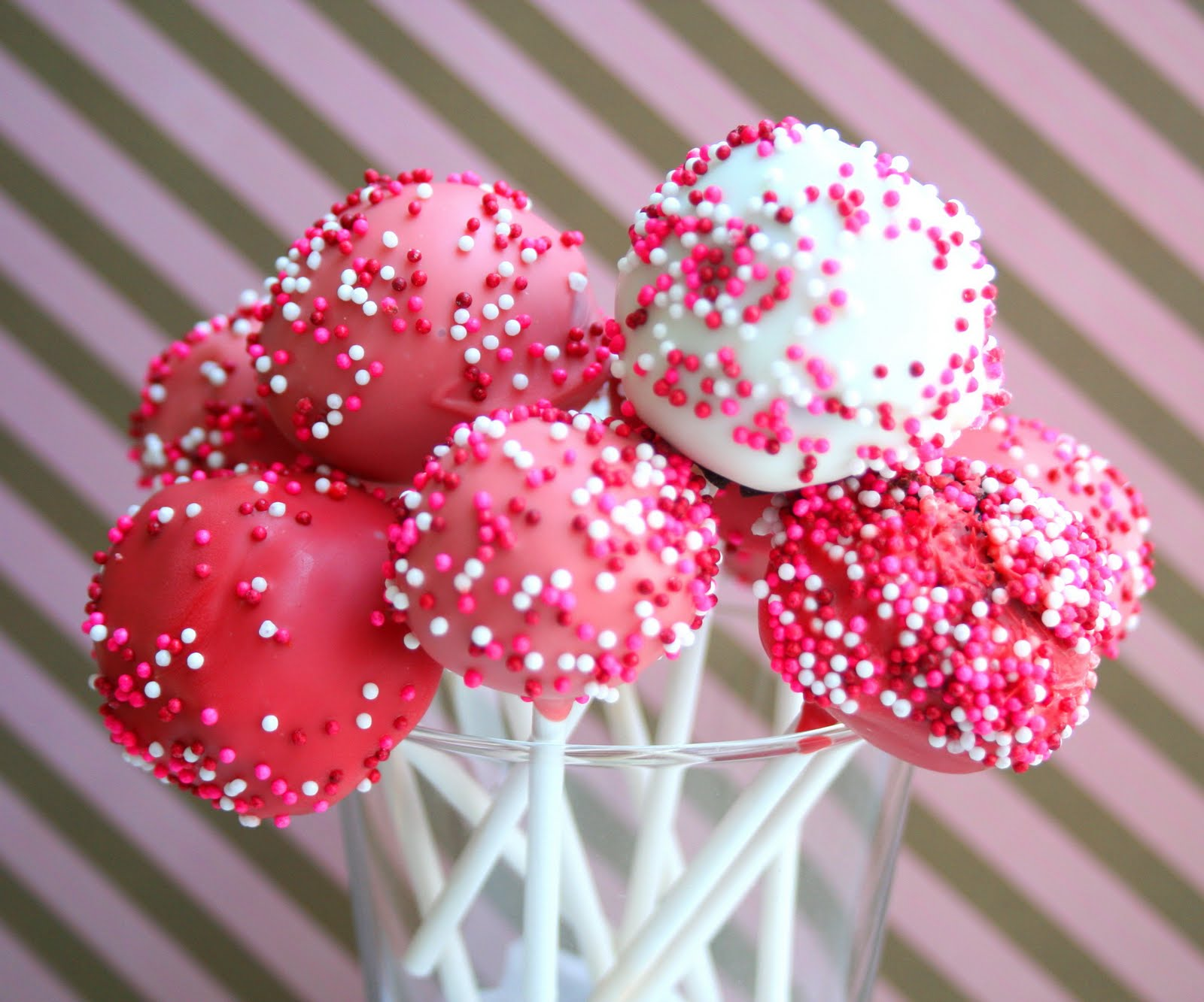 Valentine's Cake Pops (Fun Projects with Kids) | All Day I Dream About Food