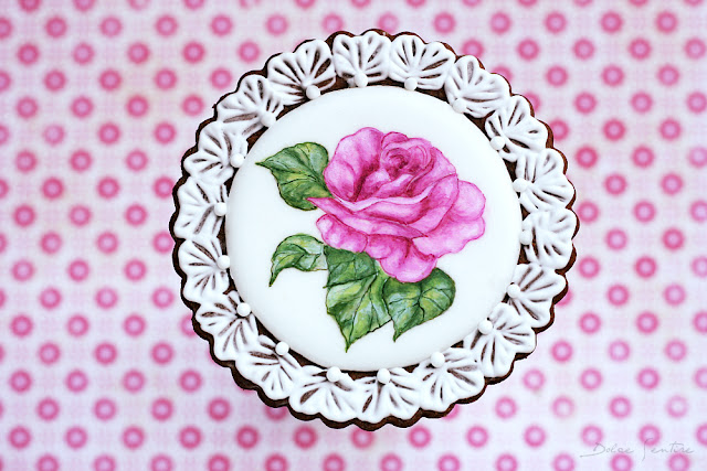 Cómo pintar a mano rosas sobre glasa real {Tutorial para Cookie Connection}