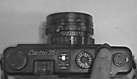Yashica electro 35 GT lampu menyala