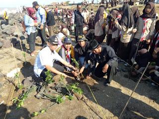 Komunitas Peduli Lingkungan Bersihkan Pantai Dan Tanam Mangrove Di Indramayu