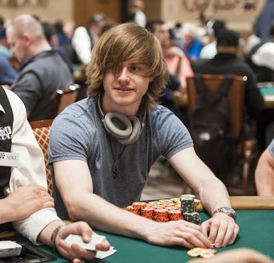 thiên tài Charlie chơi poker online ăn tiền thật 04021703