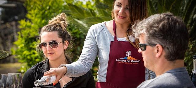 Visitantes na vinícola Cantina del Vesuvio em Ravello