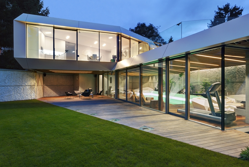 Glass facade of Ultra Modern House by architekti.sk, Slovakia