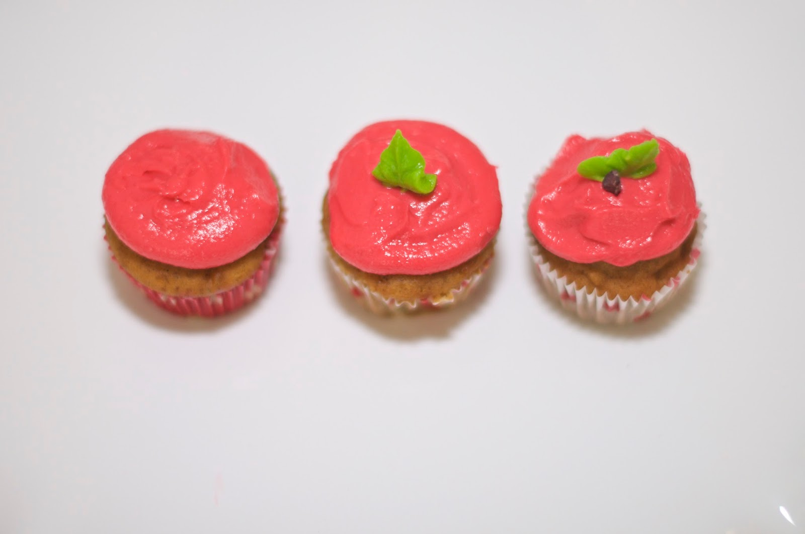 """""""Back to School"""" Apple Cupcakes"""