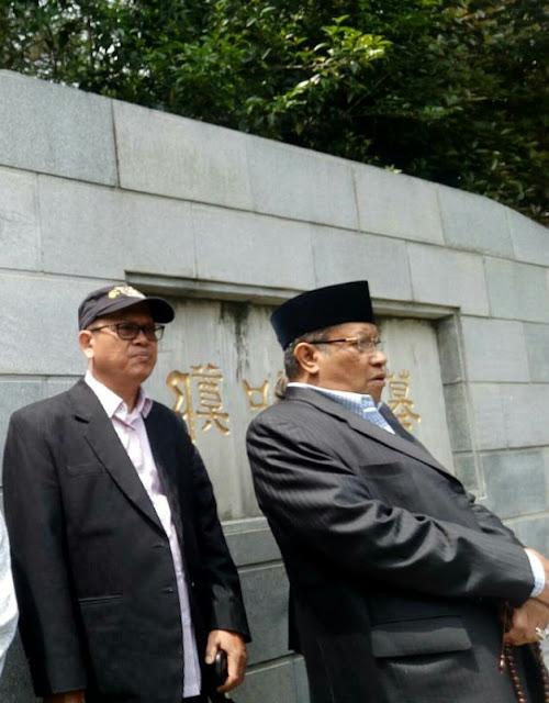 Ketua Umum PBNU dan Rombongan Berkunjung ke Masjid Jing Jue dan ziarah ke makam Laksamana Zheng He, kita sering menulisnya: Cheng Ho.