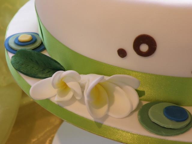Retro Torte mit Frangipani Blüten