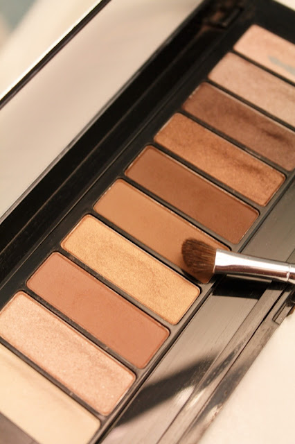 L'Oreal Paris Colour Riche Eye La Palette Eye Shadow // Aesthetica Pro Brush // Elf Brush