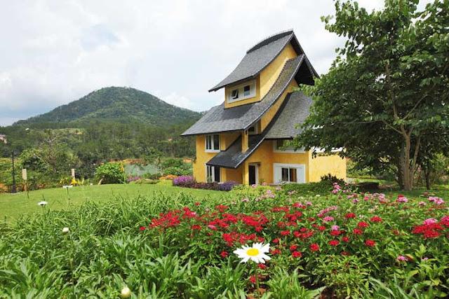 Khuôn viên đầy thơ mộng của village Bình An