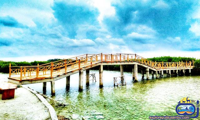jembatan sunset di pulau kelapa